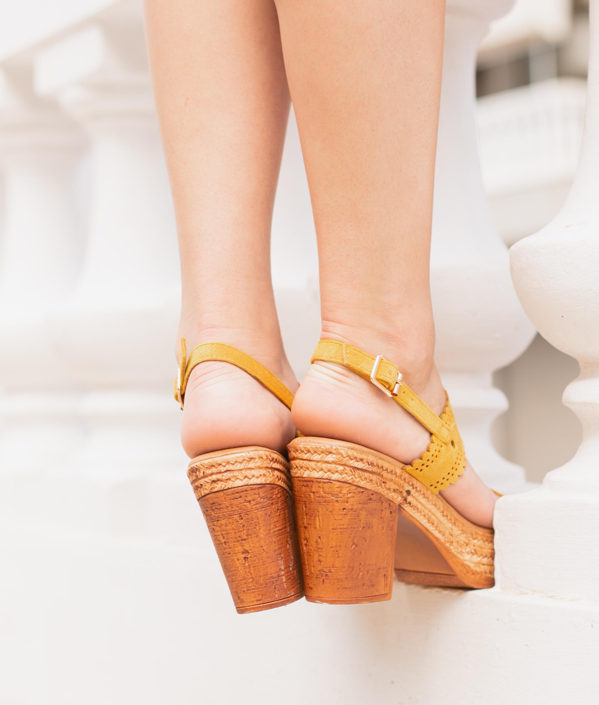 Sandália Salto Médio Lizard Metal Amarelo - UZA Shoes