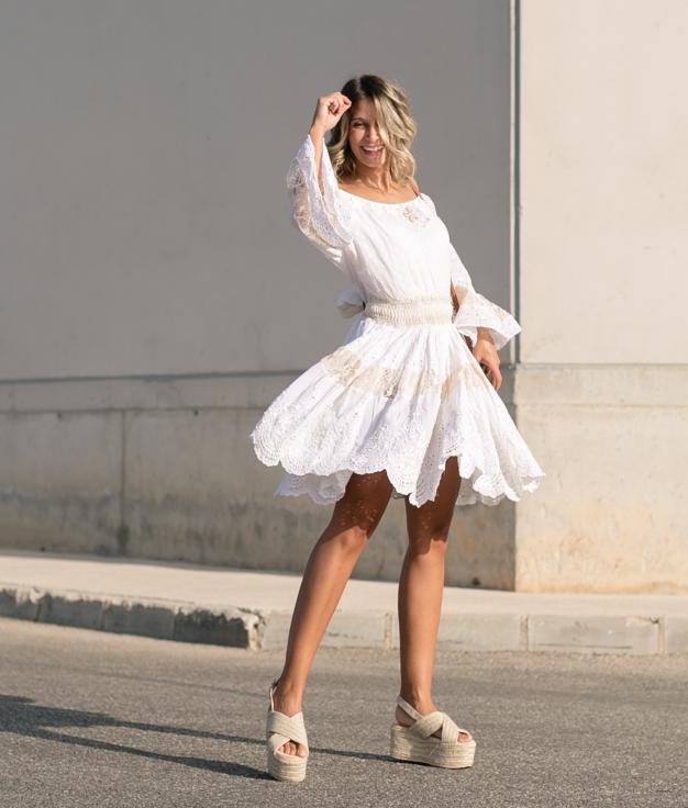 Dress Poser - White