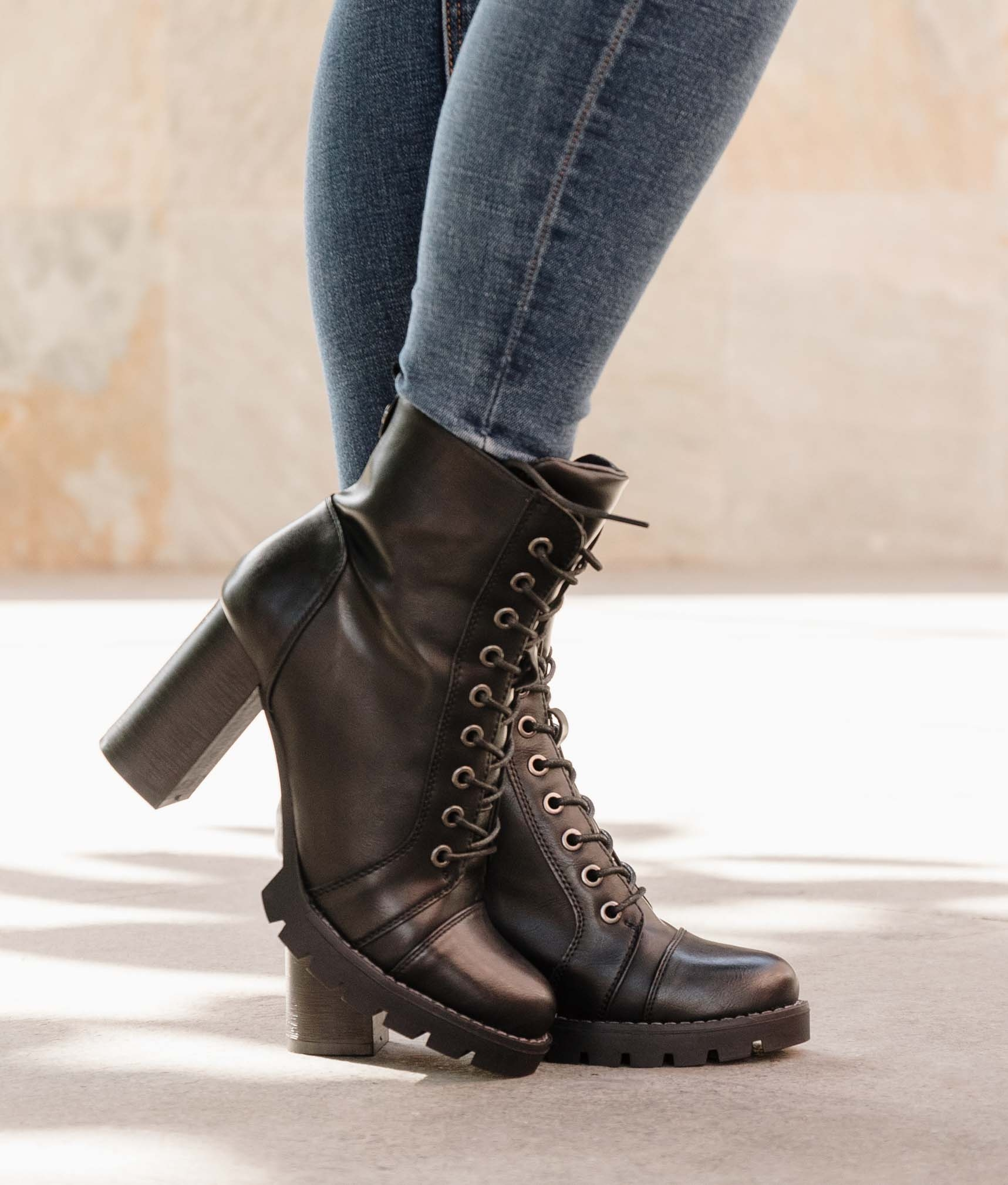 Low Boot Coners - Black
