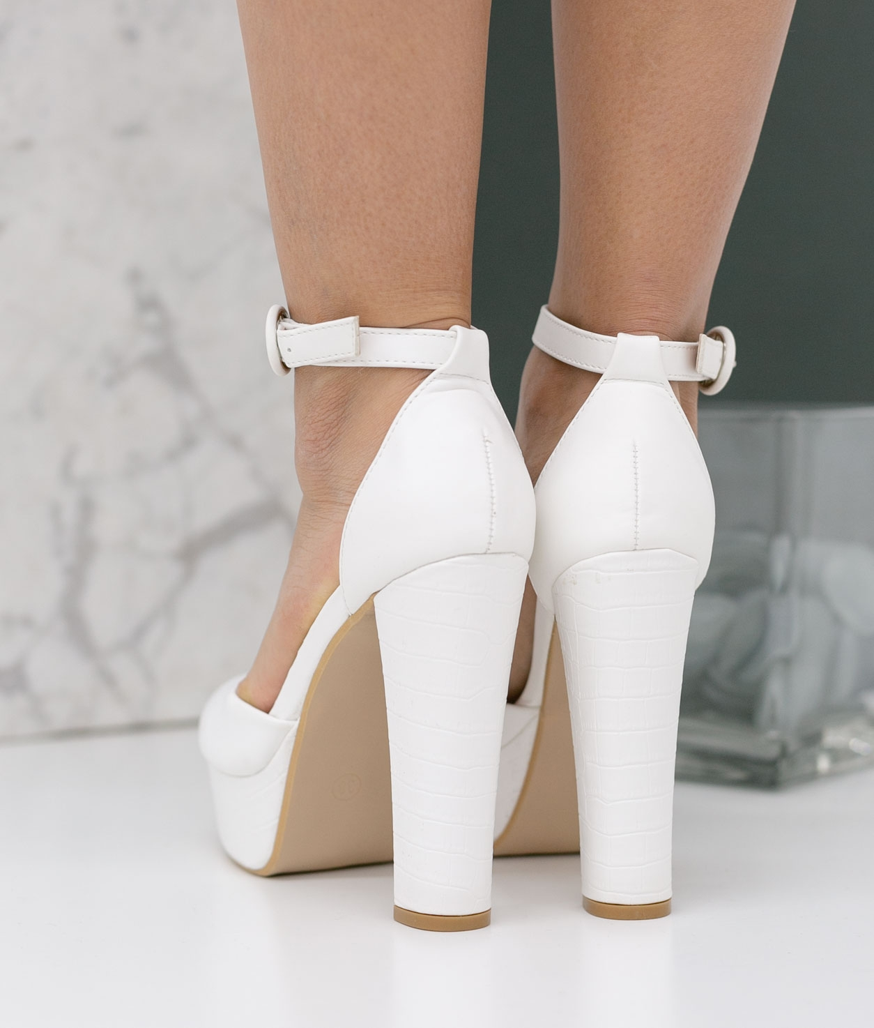 Shoe Yanos - White