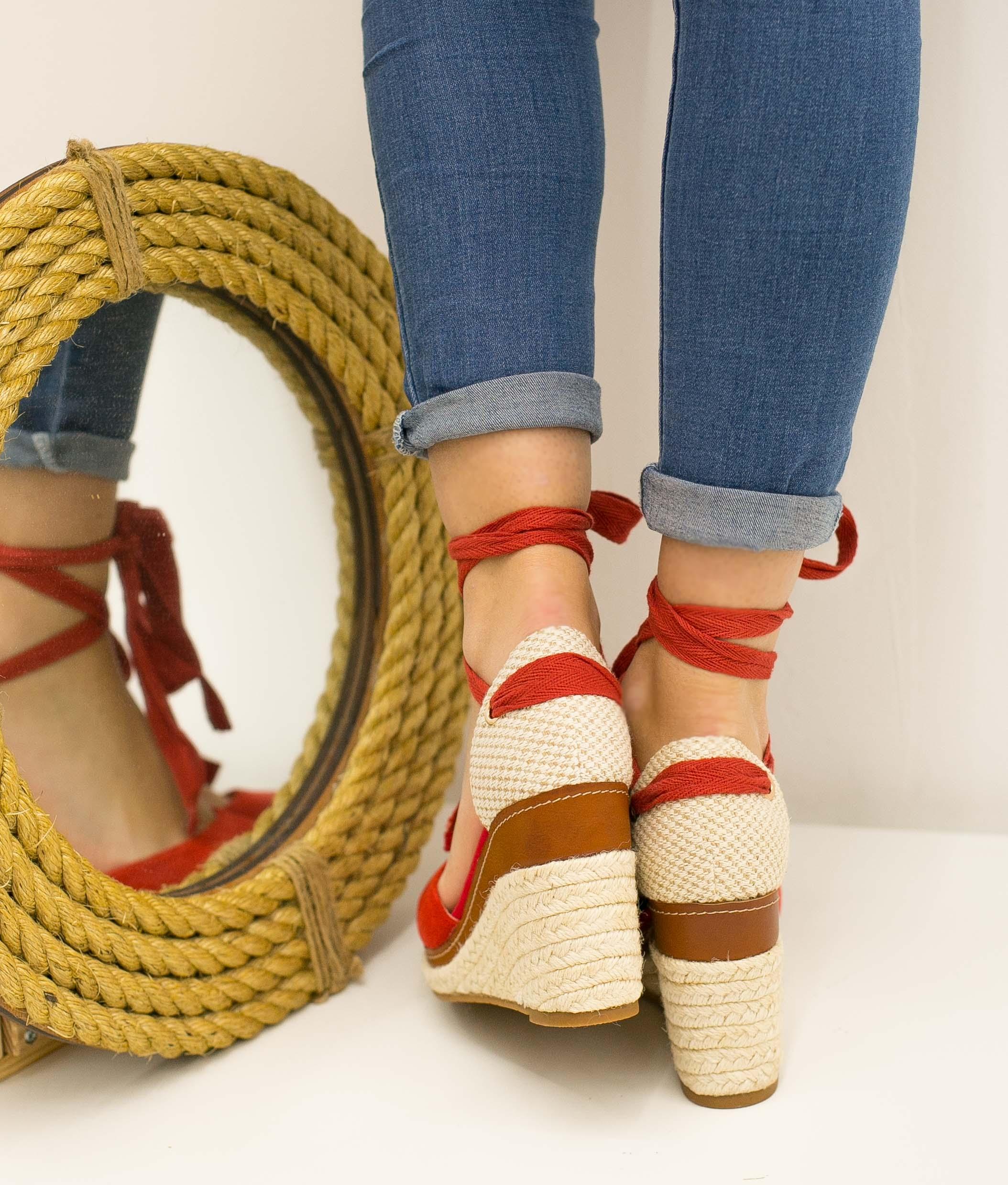 Wedge Heel Tiriyen - Red