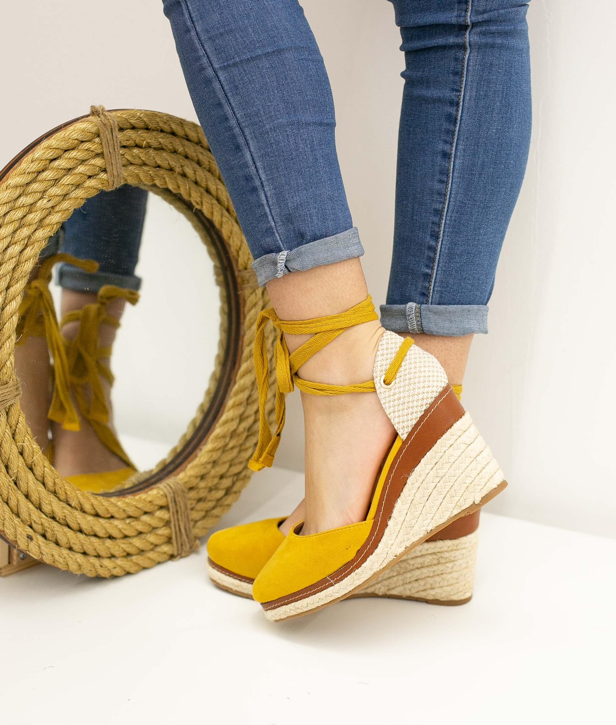 Wedge Heel Tiriyen - Yellow