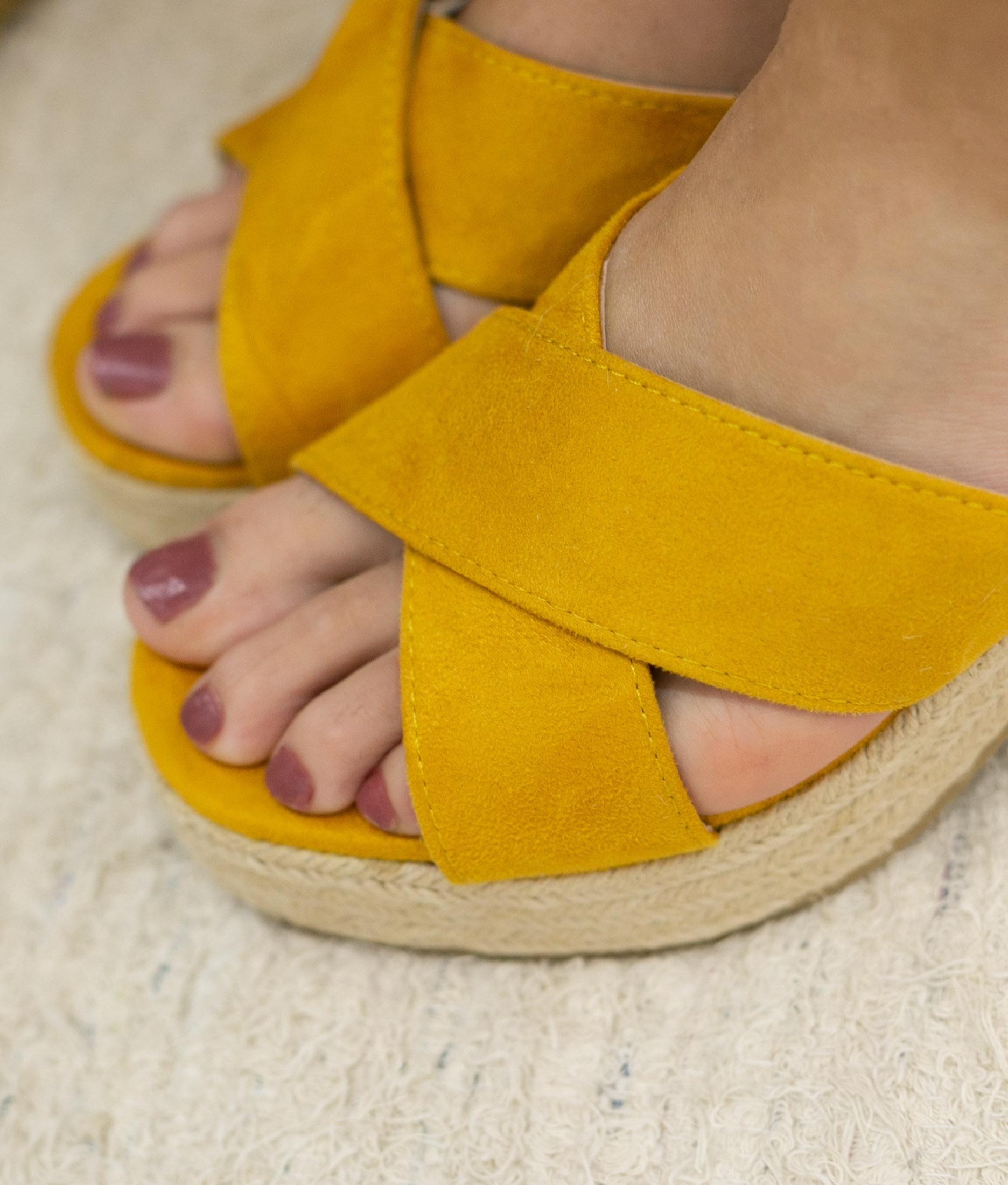 Sapatilha slingback salto baixo amarelo - santalolla