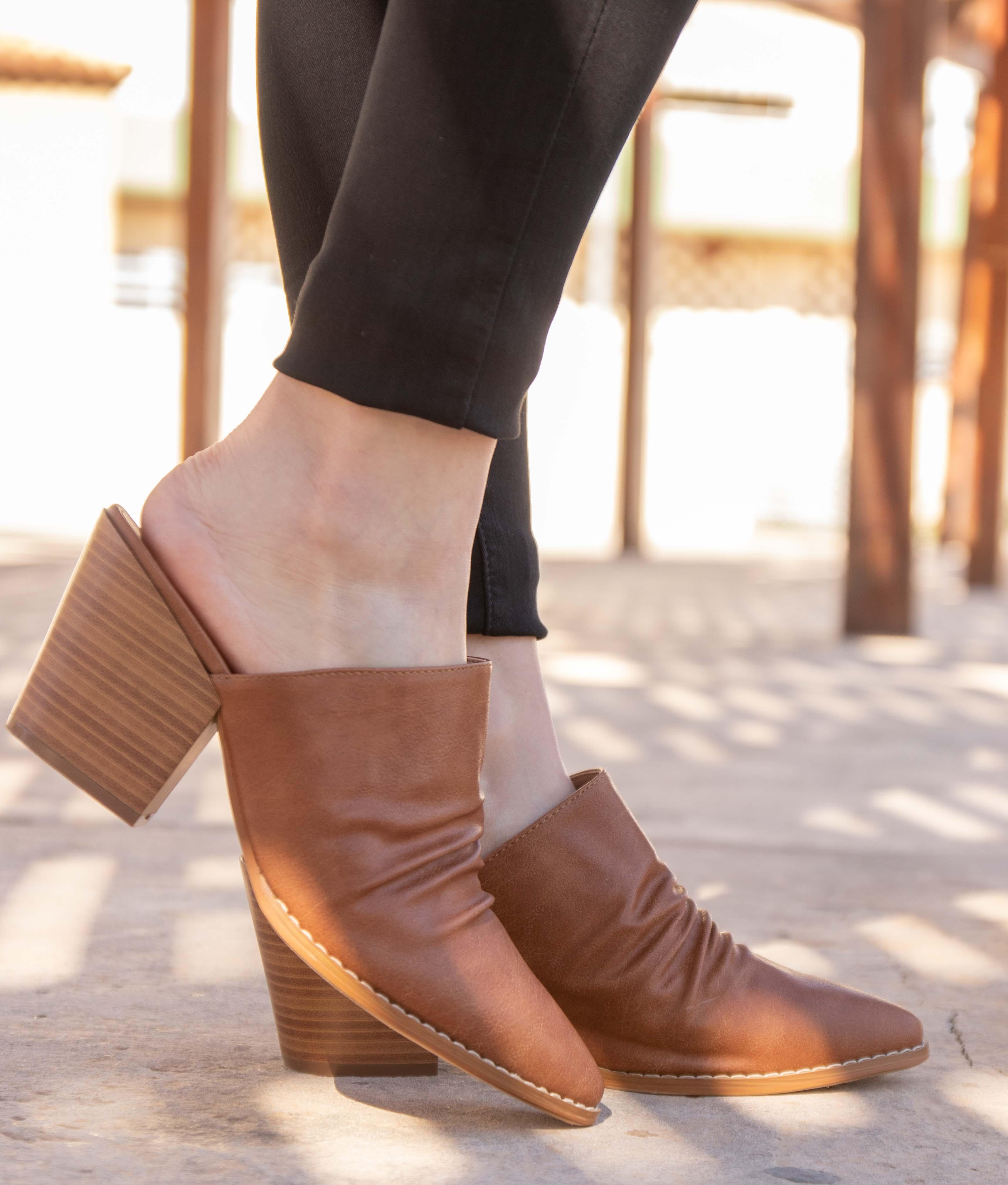 Zapato Mule Karey - Chameau