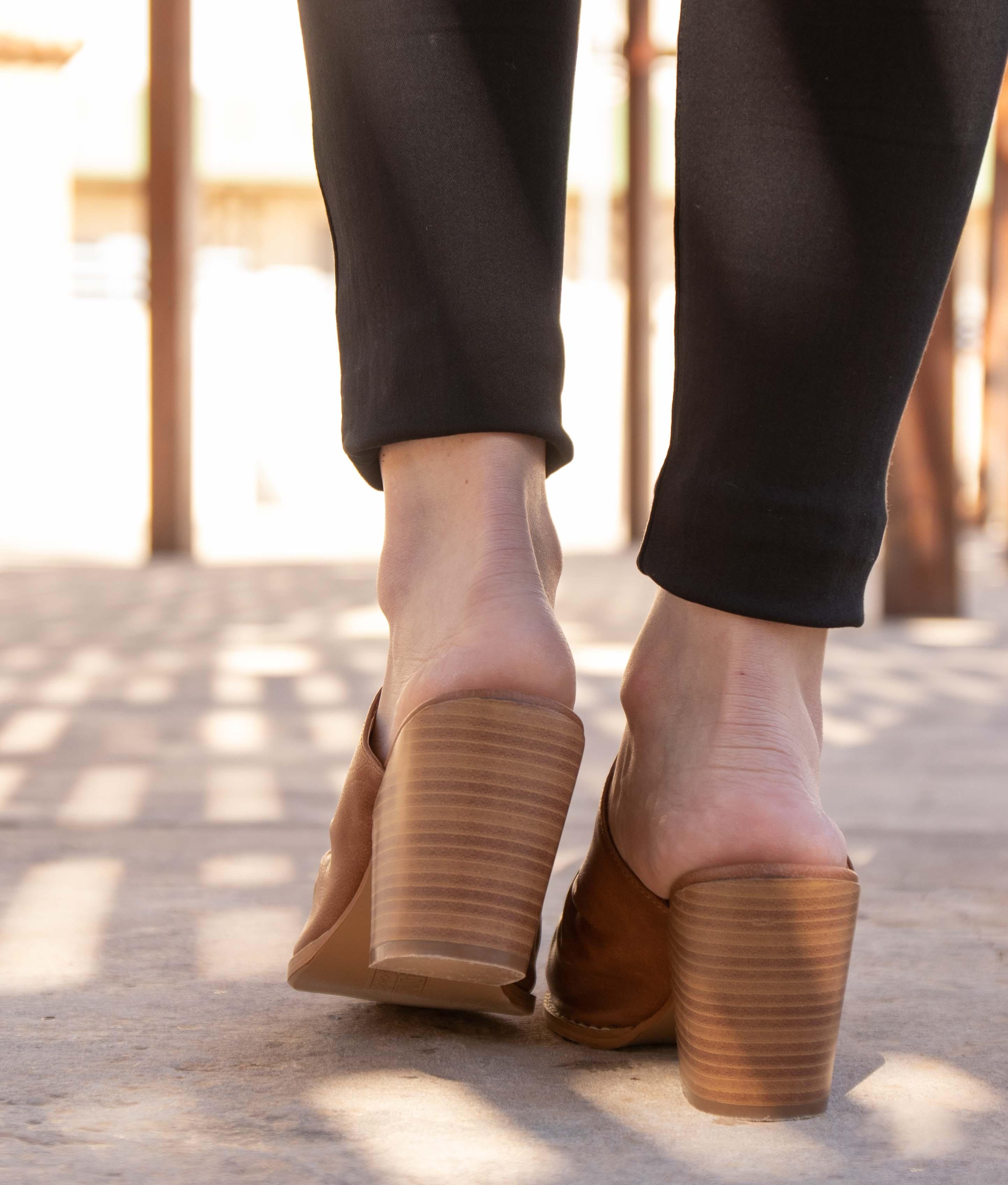 Zapato Mulé Karey - Camel
