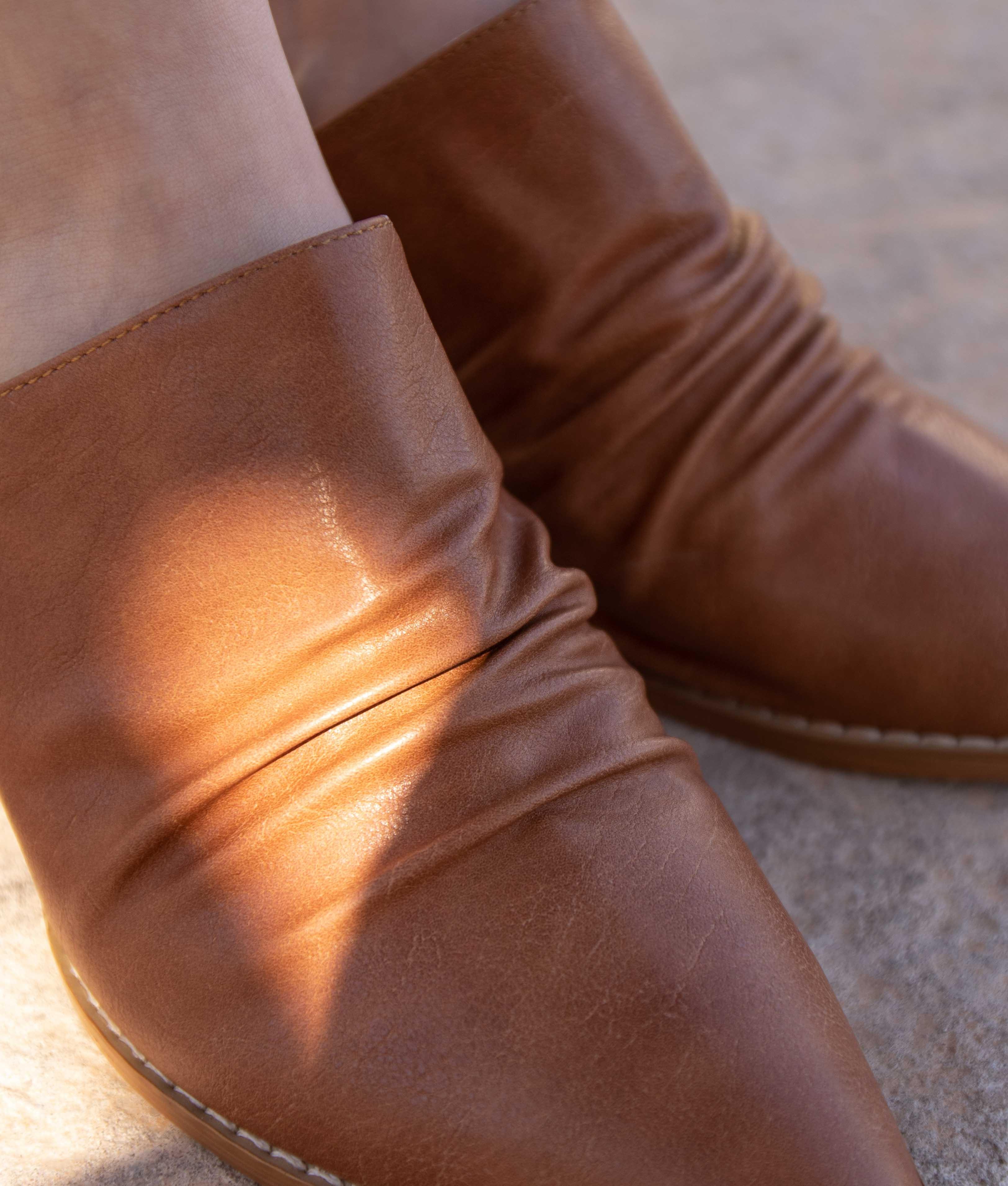 Zapato Mule Karey - Camelo