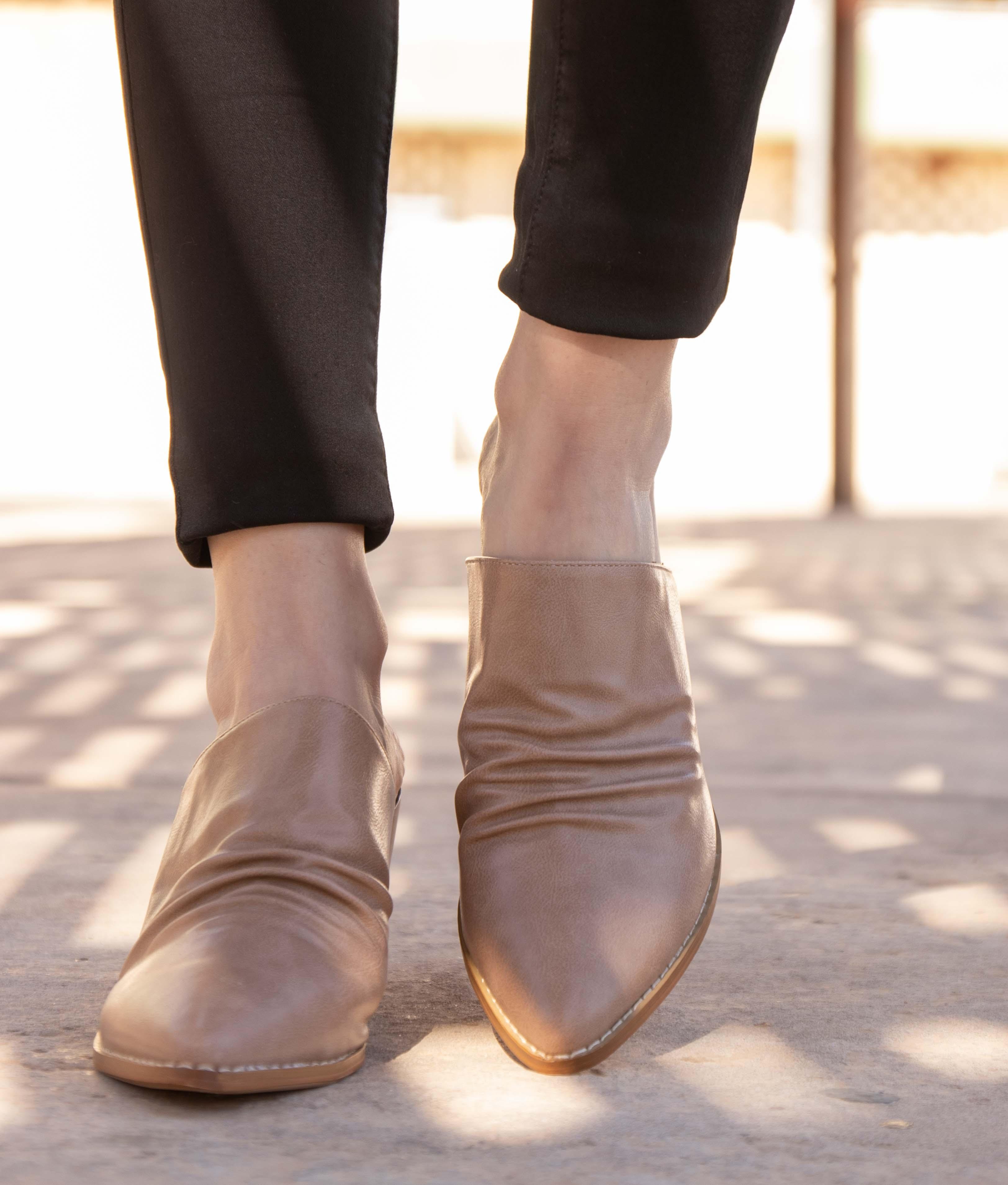 Zapato Mule Karey - Bege