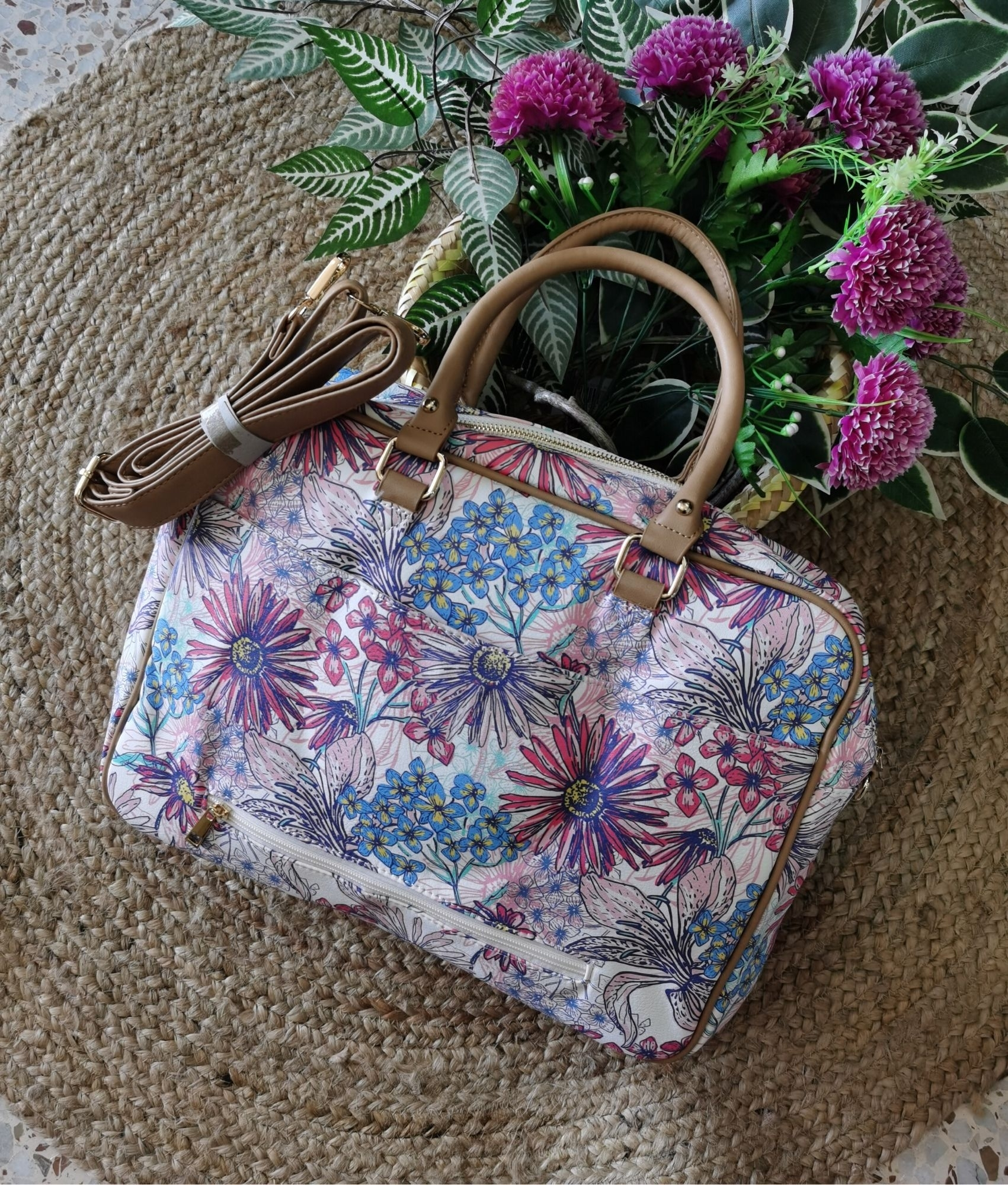 Briefcase Fantasy - Daisy