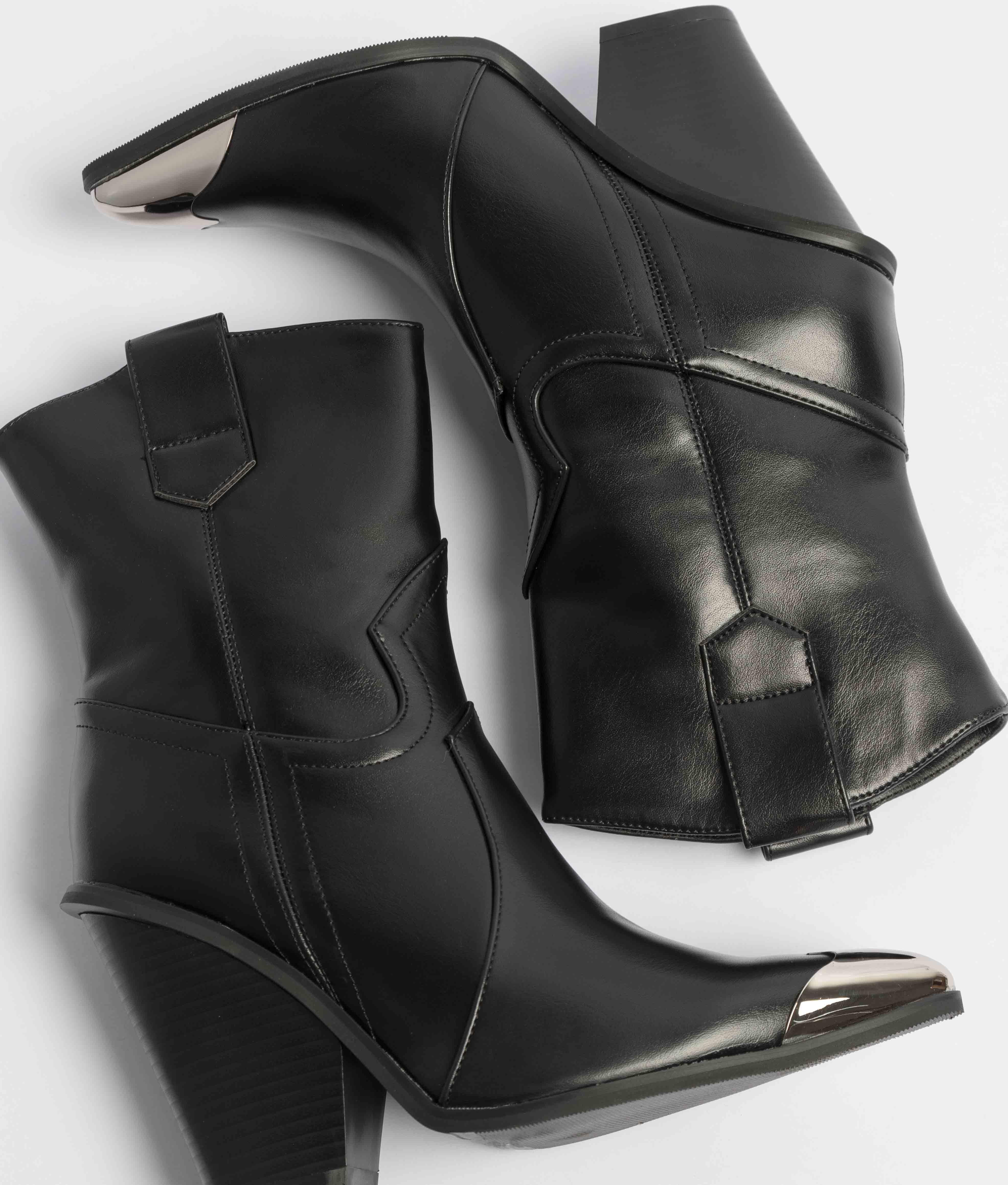 Low Boot Pita - Black