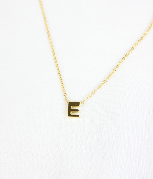 "COLAR INICIAL ""E"" - DOURADO"