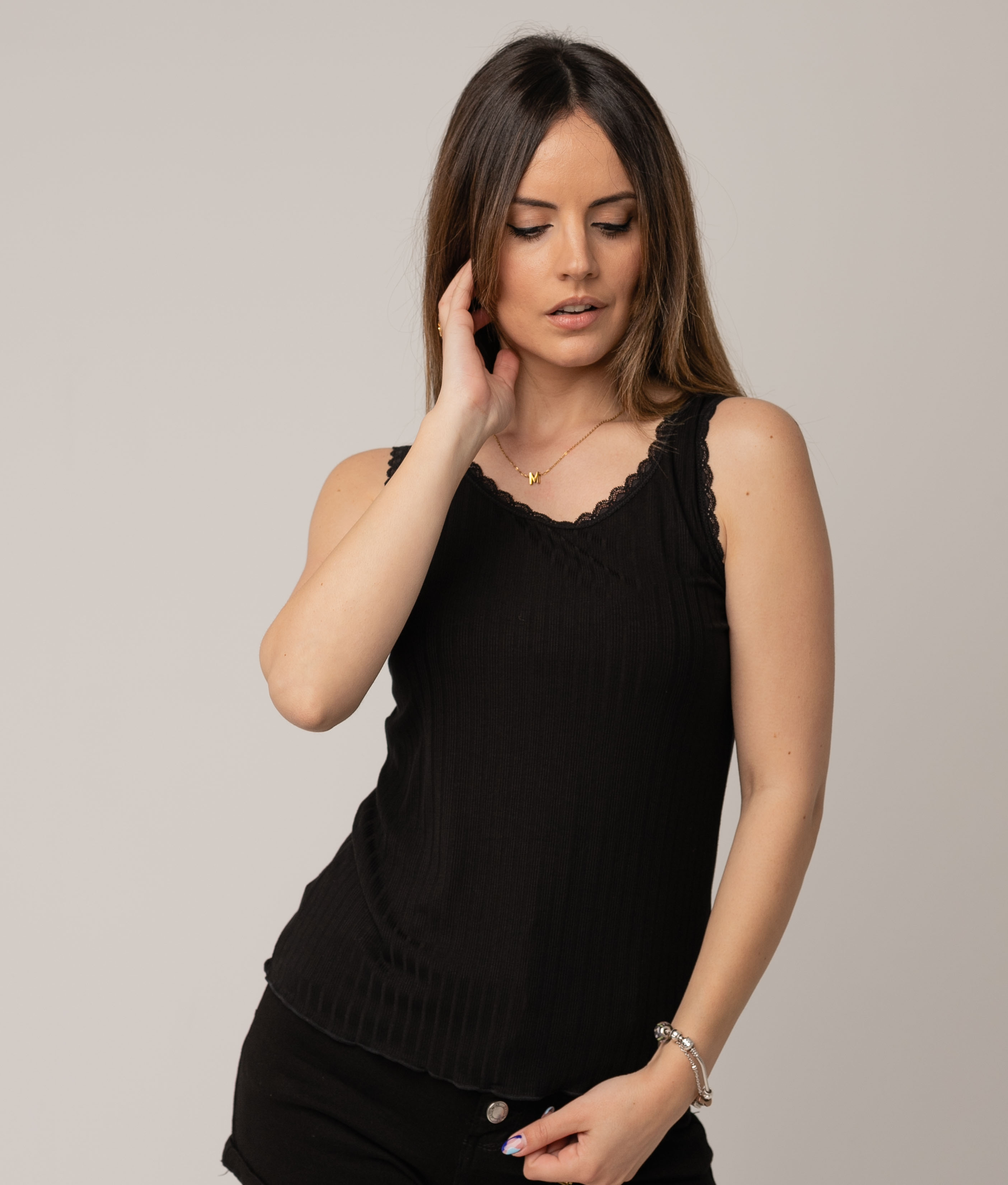Camiseta Munye - Negro