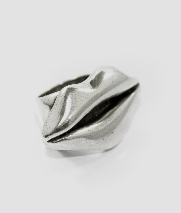 VAMP KISS ring